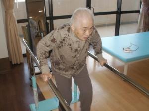 【福祉館恵海:うみかぜ:渚ユニット】今日も平行棒で歩行練習