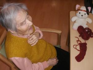 【福祉館恵海:うみかぜ:渚ユニット】猫ちゃんと編み物と・・・