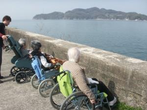 【福祉館恵海:うみかぜ】散歩がてら海を見に・・・