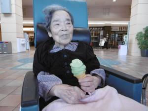 ■イオンでソフトクリームを食べられました(●^o^●)