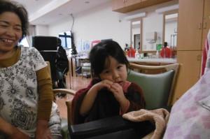 ■ひ孫さんが食事介助のお手伝い(^O^)